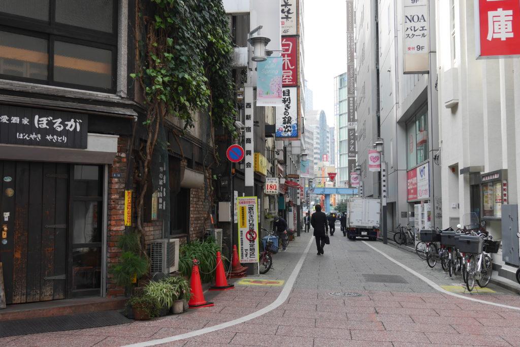 新宿西口の旧青梅街道